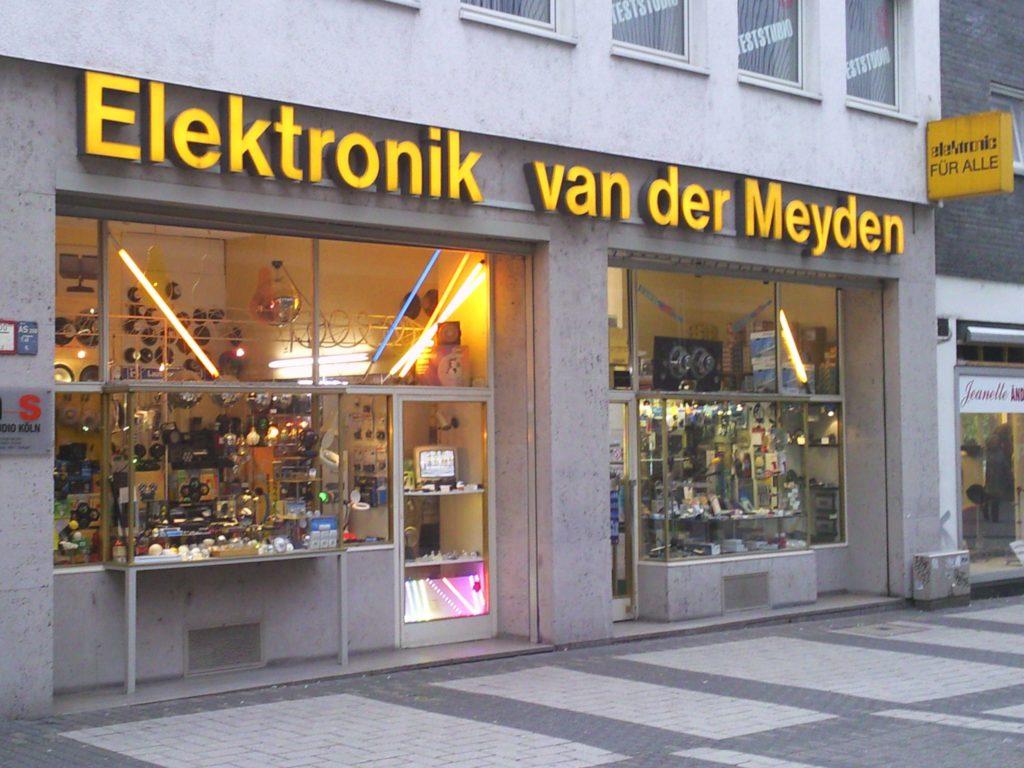 elektronik van der Meyden, Aussenaufnahme